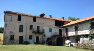 VICOFORTE HISTORIC FARMHOUSE WITH LAND