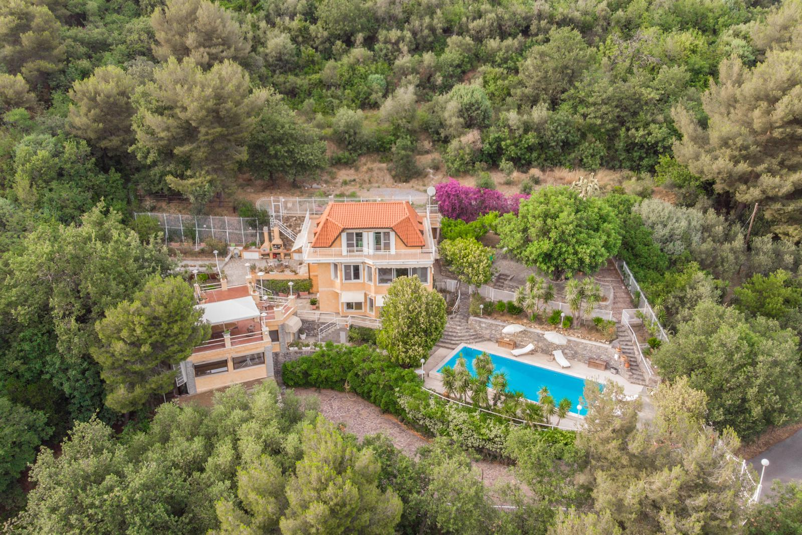 ALASSIO – VILLA WITH OLYMPIC POOL