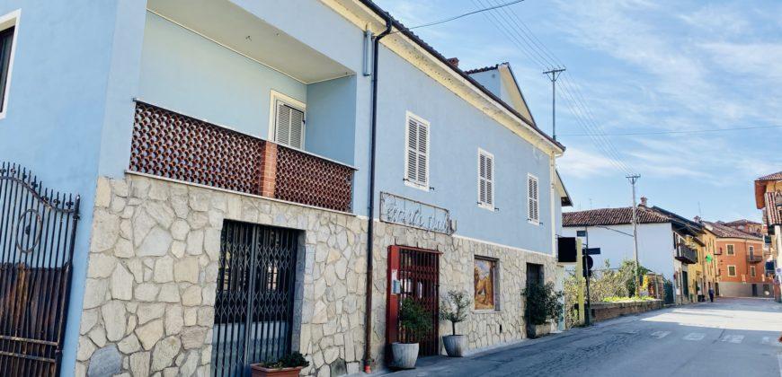 TERRACIELO COMPOSTO DA DUE APPARTAMENTI E LOCALE COMMERCIALE BAR PIZZERIA