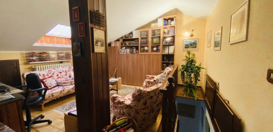 Appartamento con tre camere da letto e box auto